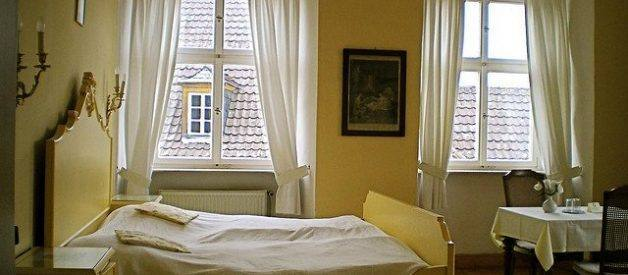 Quais foram os objectos esquecidos durante o ano de 2010 nos hotéis europeus?
